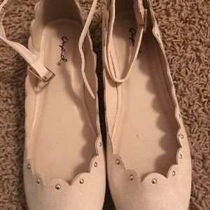 Nwt on bottom never worn scalloped flats